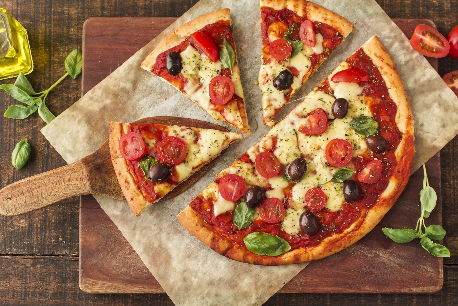 različite pizze i mnoga ukusna jela za bezbrižno šoping u Supernova Colosseum